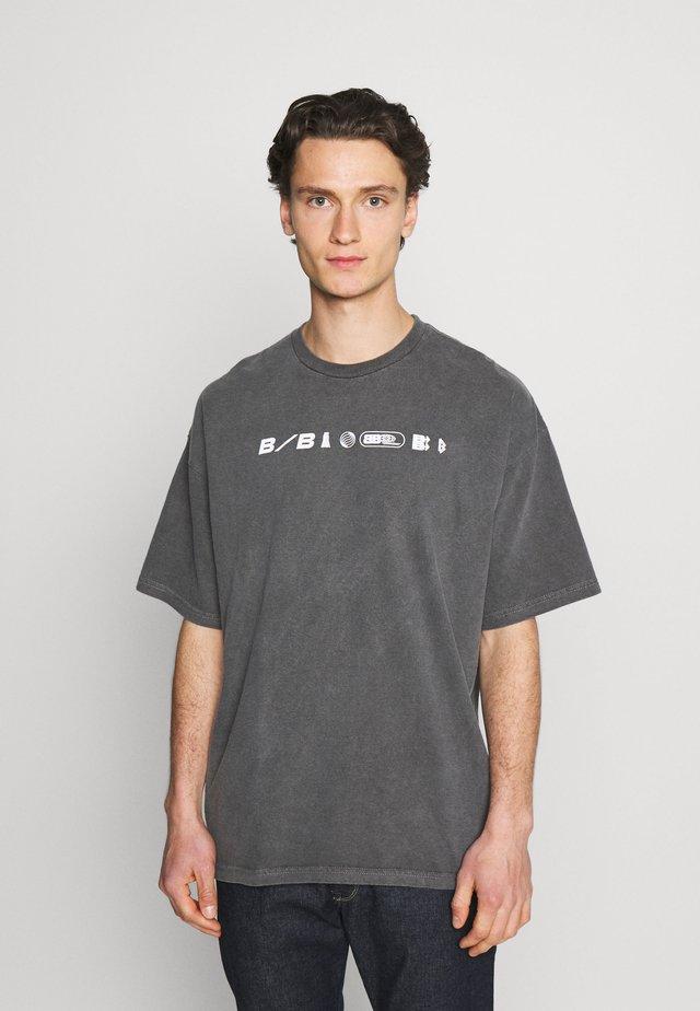 DEANWOOD TEE - T-shirt med print - charcoal