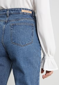 Lost Ink - HIGH RISE - Jeans Straight Leg - mid denim - 6