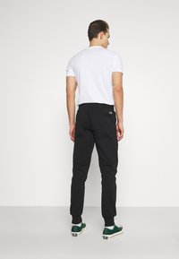 Tommy Hilfiger - MODERN ESSENTIALS PANTS - Trainingsbroek - black - 2