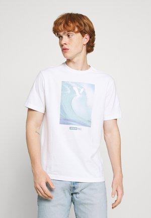 TEE - T-shirt imprimé - air white