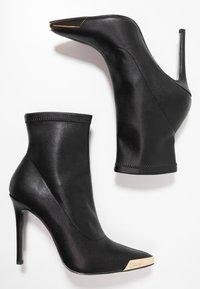 Versace Jeans Couture - Kotníková obuv na vysokém podpatku - nero - 3