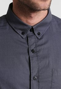Zalando Essentials - Shirt - dark gray - 4