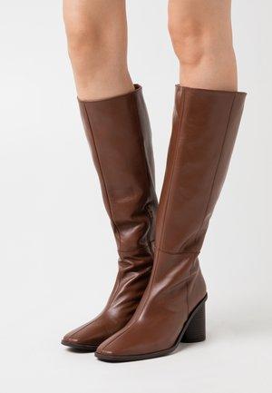 Botas - brown