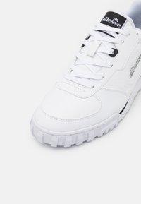 Ellesse - TANKER - Trainers - white/black - 5