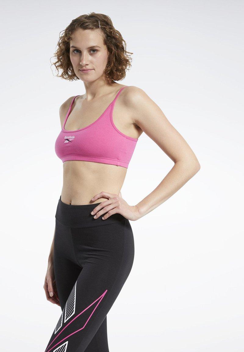 Reebok Classic - CLASSIC SMALL LOGO LOW-IMPACT BRA - Sports bra - pink
