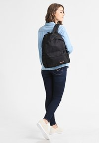 Eastpak - PADDED PAK'R/CORE COLORS - Plecak - black - 1