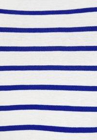 Petit Bateau - TEE - Print T-shirt - marshmallow/surf - 5