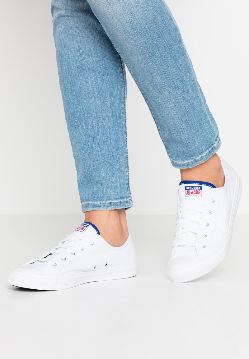 Converse - CHUCK TAYLOR ALL STAR DAINTY DOUBLE LICENSE PLATE - Joggesko - white/rush blue/university red
