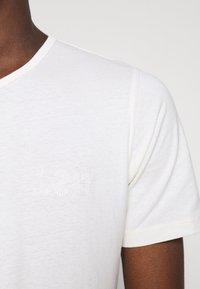 Lee - T-shirts - ecru - 3