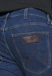 Wrangler - GREENSBORO - Jeans straight leg - cool pool - 4