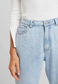 Missguided - WRATH HIGH WAISTED - Jeans Straight Leg - light wash - 3