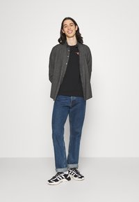 Calvin Klein Jeans - URBAN GRAPHIC UNISEX - T-shirt med print - black - 1