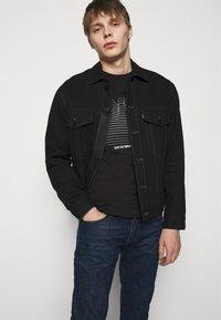 Emporio Armani - POCKETS PANT - Slim fit jeans - dark-blue denim - 3