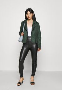 VILA PETITE - VINNIS COATED  - Leggings - Trousers - black - 1