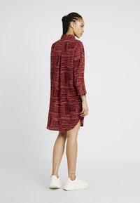 Monki - AMY UNIQUE - Košilové šaty - dark red/orange - 2
