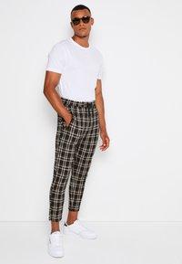 Denim Project - PANTS CROPPED - Trousers - black - 1