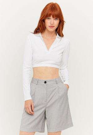 HIGH WAIST BERMUDA - Shorts - grey