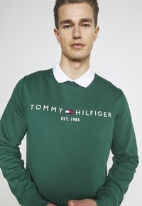 Tommy Hilfiger - LOGO  - Collegepaita - rural green - 3