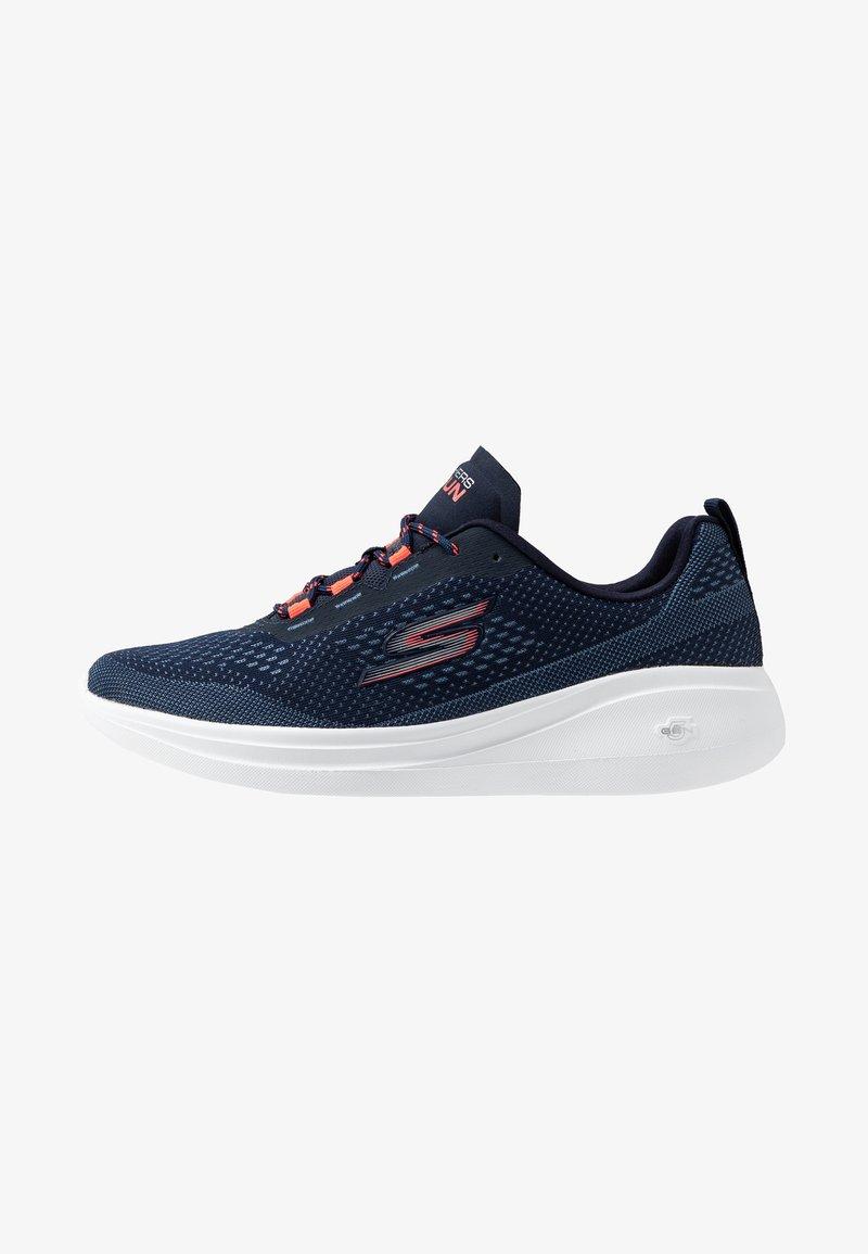 Skechers Performance - GO RUN FAST - Sportieve wandelschoenen - navy/coral