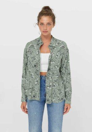MIT TASCHE - Button-down blouse - khaki