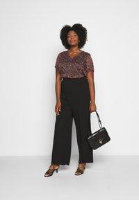 Vero Moda Curve - VMBLAIR WIDE PANT - Pantalon classique - black - 1