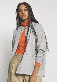 Nike Sportswear - FEMME - Zip-up hoodie - grey heather/matte silver/white - 3