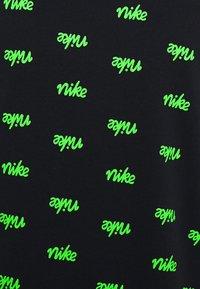 Nike Sportswear - CLUB HOODIE SCRIPT - Luvtröja - black/mean green/white - 2