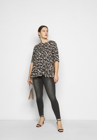 ONLY Carmakoma - CARGRAP - Blouse - cement - 1