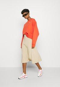 Nike Sportswear - CREW TREND - Sweatshirts - mantra orange/white - 1