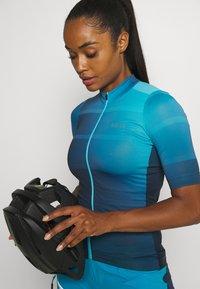 Gore Wear - WEAR FORCE WOMENS - Maillot de cycliste - scuba blue/orbit blue - 3