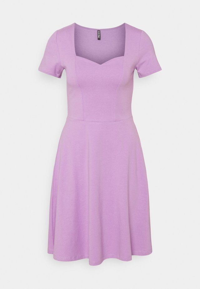 PCANG DRESS - Sukienka z dżerseju - sheer lilac