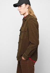 CLOSED - ARMY OVER SHIRT - Chemise - chocolate brown - 6