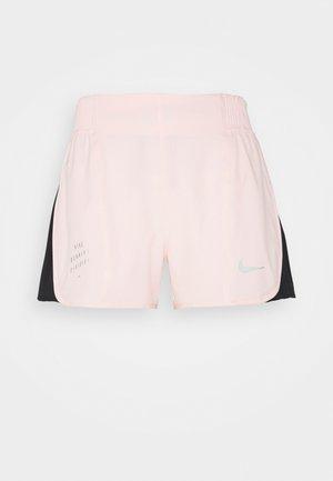 RUN TEMPO SHORT - Short de sport - pale coral/black