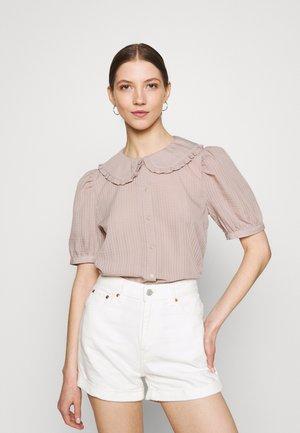 JDYLAURE COLLAR SHIRT - Button-down blouse - bark
