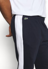 Lacoste - PLUS - Tracksuit bottoms - marine/blanc - 3