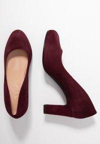 Unisa - NUMIS CLASSIC - Platform heels - grape - 3