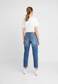 Tommy Jeans - IZZY HIGH RISE SLIM SNDM - Jeans Straight Leg - sunday mid - 2