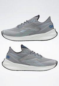 Reebok - FLOATRIDE ENERGY SYMMETROS SHOES - Stabilty running shoes - grey - 6