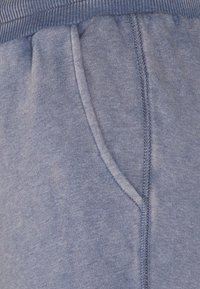 American Eagle - SLIM BOYFRIEND PRINT - Tracksuit bottoms - blue - 2