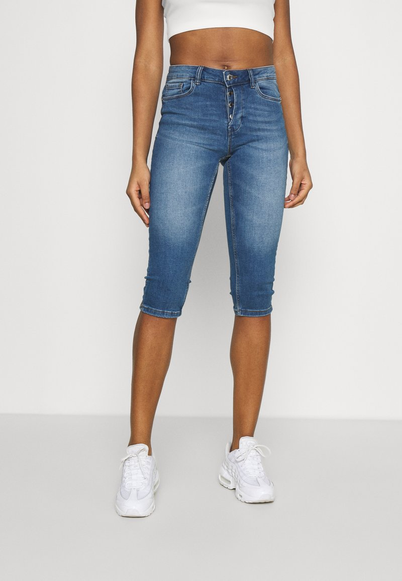 Vero Moda - VMSEVEN  - Denim shorts - medium blue denim