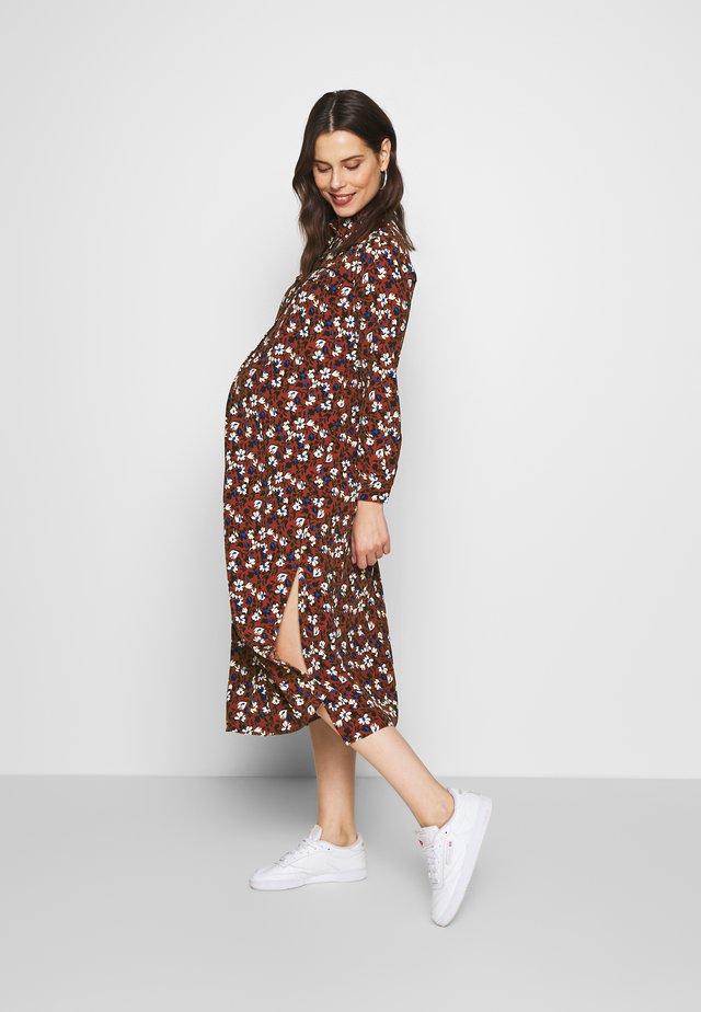 TRAPEEZE SHIRTDRESS - Shirt dress - burgundy