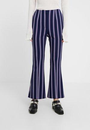 FLAUNT - Kalhoty - violet stripe