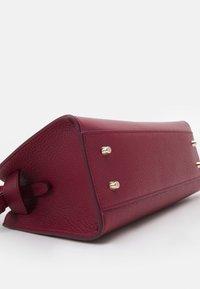 Furla - MARGHERITA TOP HANDLE - Handbag - ciliegia - 3