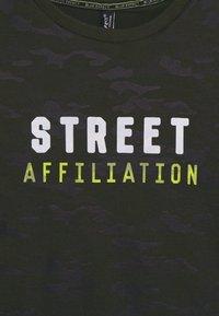 Blue Effect - BOYS LONGSLEEVE DOUBLE LOOK STREET - Long sleeved top - army green - 2