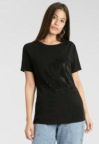 Apart - T-shirt imprimé - schwarz - 2