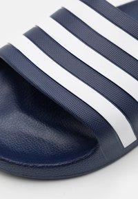 adidas Performance - ADILETTE AQUA UNISEX - Sandály do bazénu - dark blue/footwear white - 5
