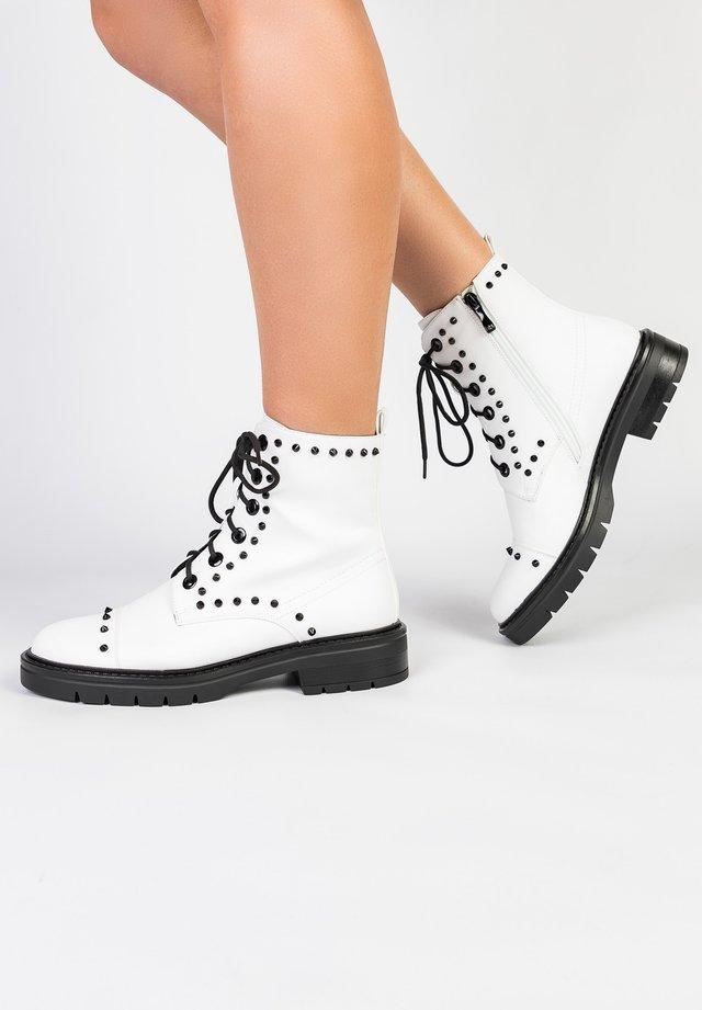 Platform ankle boots - weiß