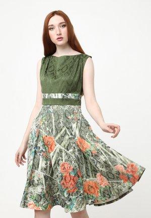 ARGENTINA - Day dress - grün, koralle