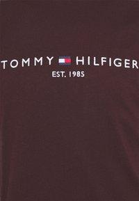 Tommy Hilfiger - LOGO TEE - Printtipaita - brookwood - 2