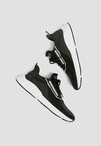 PULL&BEAR - MIT SLOGAN - Trainers - black - 2